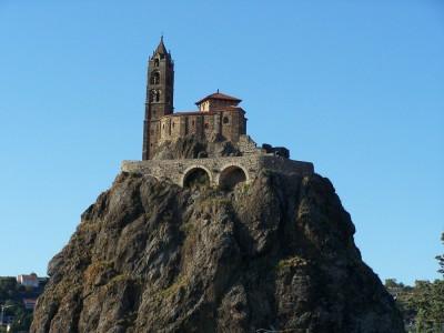 Rocher et église Saint Michel au Puy en Velay